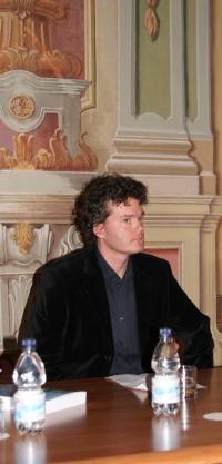 Dr. Borut Batagelj na predstavitve knjige z njegovim doktoratom Izum smučarske tradicije 1. 4. 2010 v Muzeju novejše zgodovine v Ljubljani.