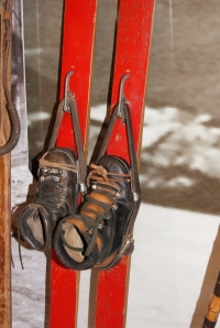 Otroško streme RU-FI, ki ga je izumil skakalec in direktor Tovarne športnega orodja ELAN Rudi Finžgar okoli 1948.