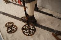 Pletene krpljice z obročem iz pušpana iz zbirke Marjana Batagelja.